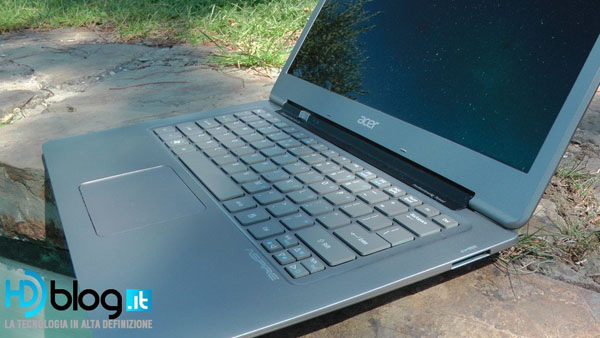 Ultrabook acer aperto, tastiera