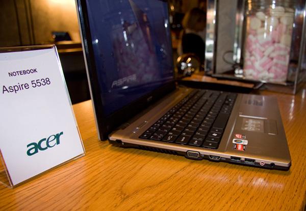 Acer Aspire 5538 sinistra