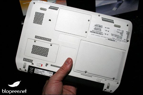 Fondo del netbook Acer da 11 pollici