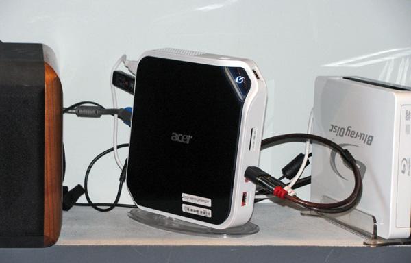 Acer AspireRevo su supporto verticale