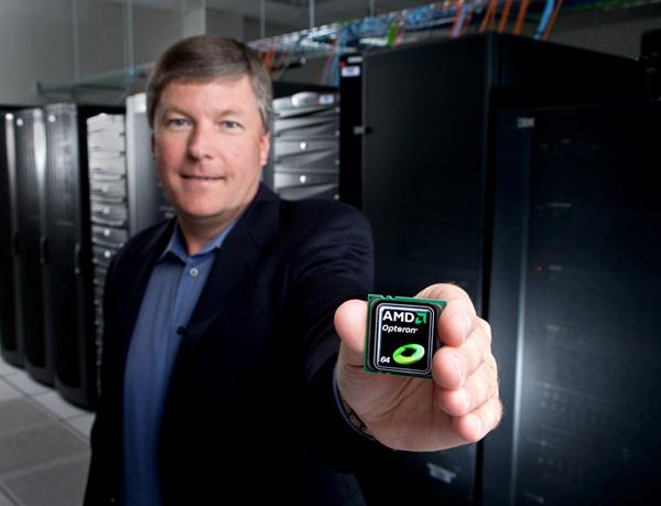 Randy Allen mostra un processore AMD Opteron