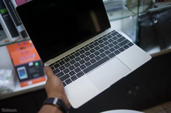 Apple macbook 2015 retina da 12 pollici primo video - Silver la porta di liv ...
