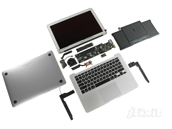 Apple Macbook Air 2011 disassemblaggio