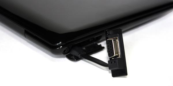 Adattatore inserito nel connettore mini-VGA dell'Asus eee PC 1008