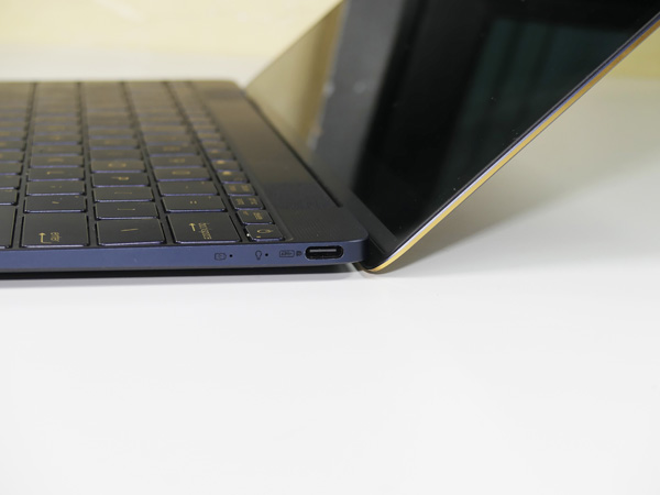 La porta USB-C è l'unica interfaccia di tutto il notebook