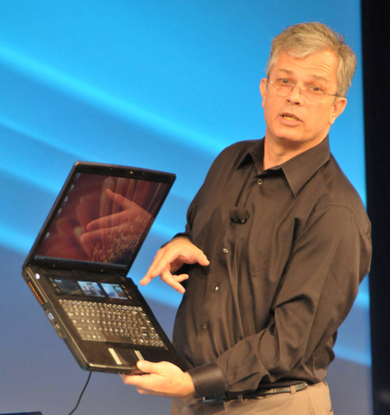 Perlmutter mostra il prototipo Intel di notebook a 4 schermi
