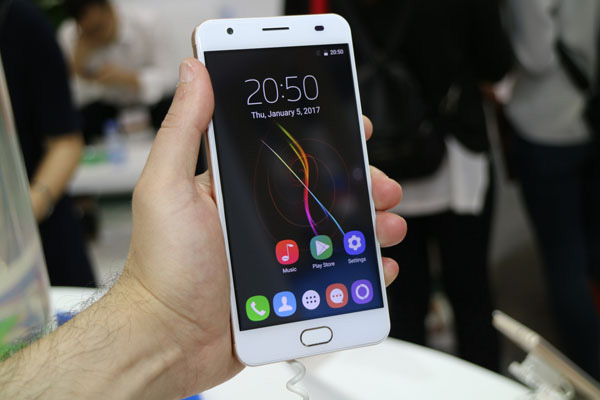 Oukitel K6000 Plus dal vivo: foto e video live