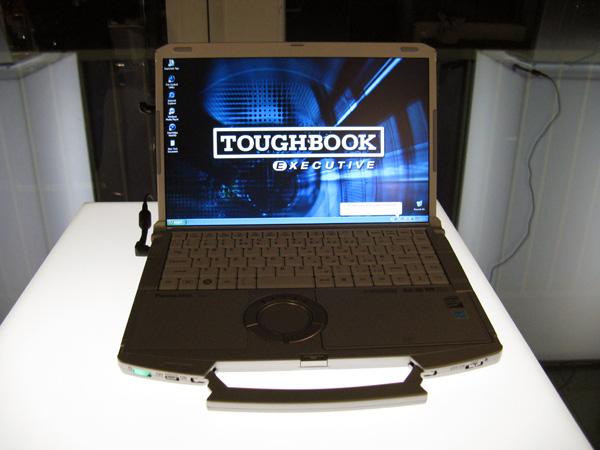 Veduta frontale delnotebook da 14 pollici ToughBook CF-F8