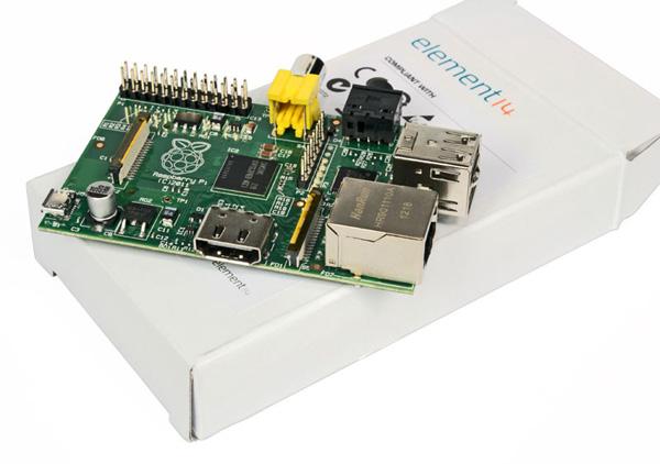 Il pico PC Raspberry Pi e la sua confezione