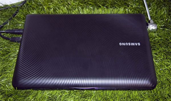 Samsung NB30 Touch chiuso