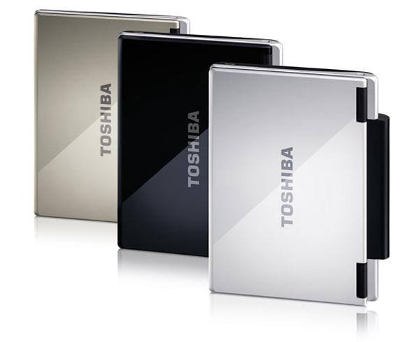 Netbook Toshiba NB100 in tre colori