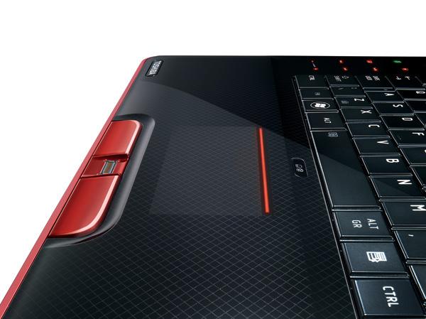 Dettaglio del touchpad della gamestation Toshiba Qosmio X500