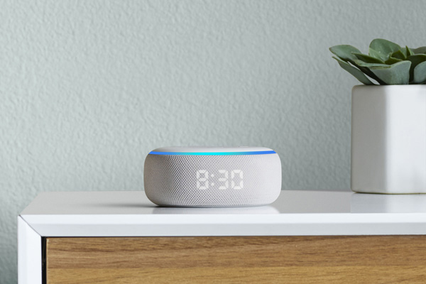 Amazon Echo Dot con orologio