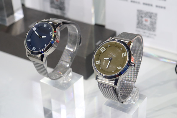 Lenovo Watch X e Watch X Plus: foto e video live ...