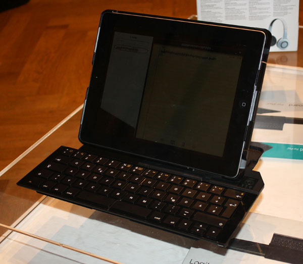 Logitech Fold Up Keyboard
