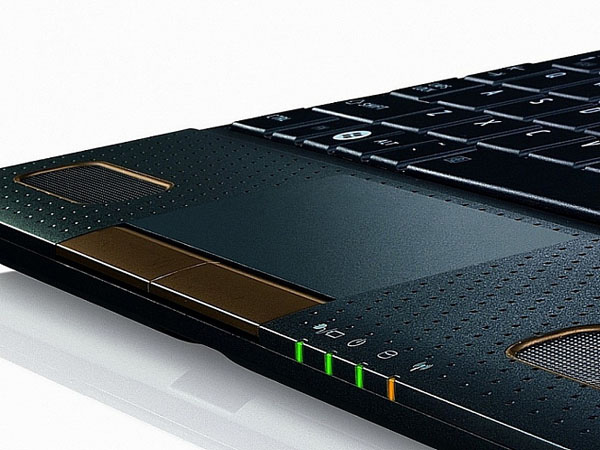 Touchpad e LED del netbook AMD Fusion NB550D
