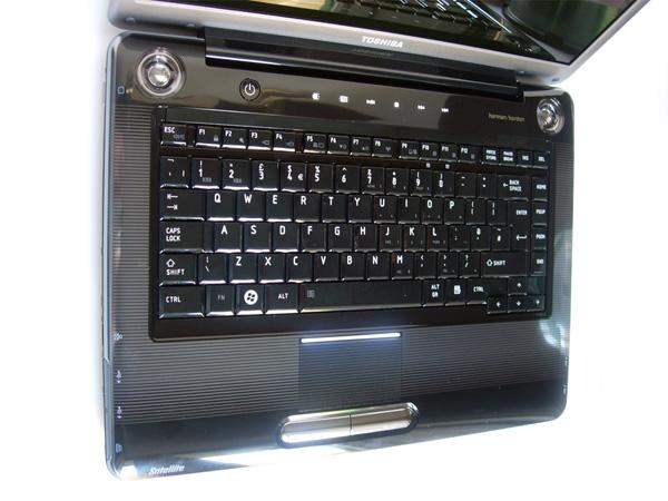Recensione toshiba satellite a tastiera e touchpad